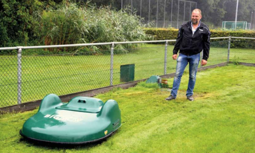 Belrobotics robot mowers for sports grounds: operational feedback from two professionals