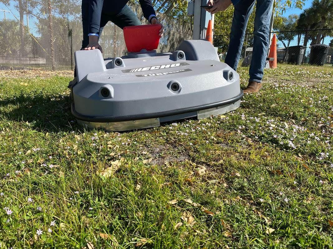 Une robot tondeuse modifiée pour mieux protéger les hérissons