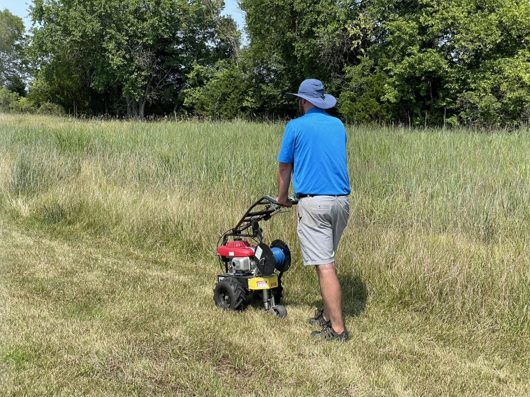 Mäher GPS: Über die Funktion des Drahtes zur Steuerung im Rasenrandbereich